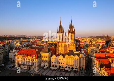 Old Town Square, Unserer Lieben Frau vor Tyn Kirche, Weltkulturerbe der UNESCO, Prag, Tschechische Republik, Europa Stockbild