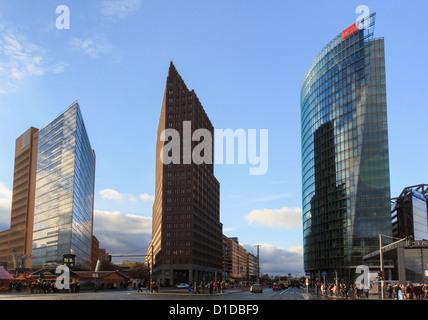 Moderne Gebäude und Gebäude im ehemaligen ostdeutschen Tod DB Streifen am Potsdamer Platz, Berlin, Deutschland Stockbild