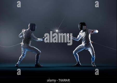 Männer elektrische epee Fencing Stockbild