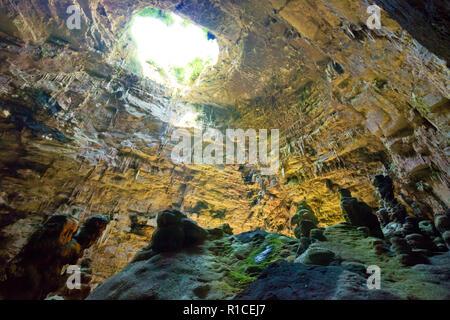 Grotta di Castellano, Apulien, Italien - der Erkundung der riesigen Höhle u Stockbild