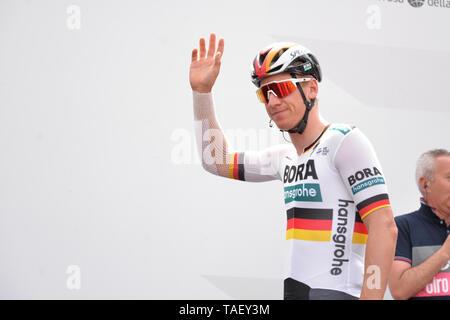 Pascal Ackermann Deutschlands und Team Bora während der 102. Ausgabe des Giro d'Italia 2019, Stufe 13 eine 196 km Etappe von Pinerolo zu Ceresole Reale (Lago Serrù) 2247 m gesehen. Stockbild