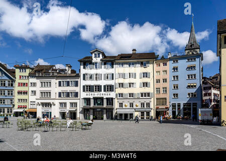 Münsterplatz, Altstadtfassaden, St. Peterskirche, Zürich, Schweiz | Munster Square, Old City Center, st. Stockbild