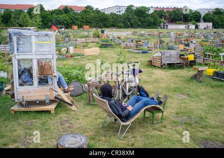 Stadtgarten oder Allmende Kontor im historischen Flughafen Tempelhof jetzt Parken in Berlin Deutschland Stockbild