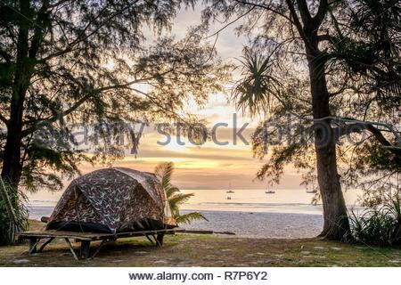 Thailand Songkhla Provinz, Tarutao National Marine Park, Ko Tarutao Insel, Campingplatz am Ao Pante Malacca Strand Stockbild