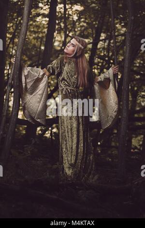 Schöne Prinzessin des Waldes. Fantasy und Märchen Stockbild
