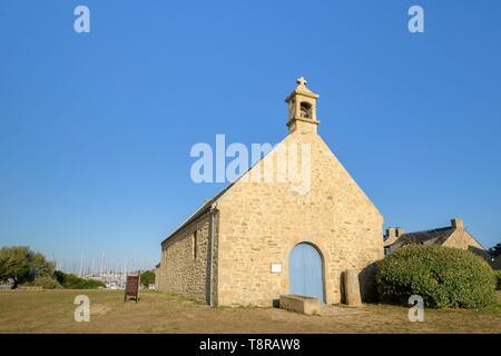 Frankreich, Morbihan, La Trinité-sur-Mer, Notre Dame du Crouesty Kapelle Stockbild