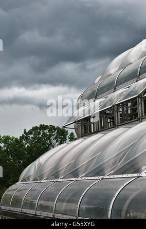 Berlin, Deutschland - der Botanische Garten Berlin-Dahlem. Dach-Detail eines der Gewächshäuser, nähert Stockbild