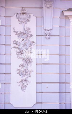 Augsburg, Bayern, Deutschland - Detail der Fassade des Schaezlerpalais in der Nähe des Herkules Brunnen auf Maximilian Straße. Stockbild