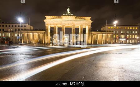 Bei Nacht Brandenburger Tor in Berlin, Deutschland Stockbild