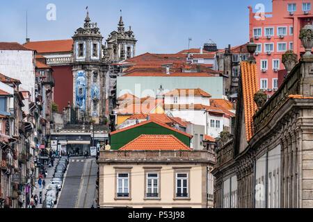 Kirche des Heiligen Ildefonso im Hintergrund, Porto, Portugal Stockbild
