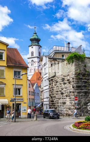 Street Scene am Rande der Altstadt von Lindau im Bodensee, Bayern, Deutschland, Europa. Stockbild