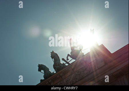 Hintergrundbeleuchtung, Berlin, Brandenburger Tor, Quadriga-statue Stockbild