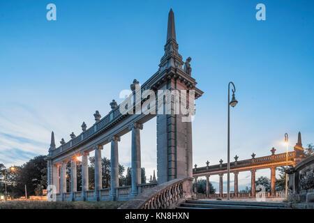 Glienicker Brücke, Kolonades, Potsdam, Deutschland Stockbild