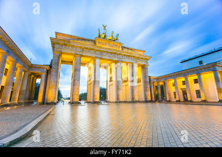 Brandenburger Tor (Brandenburger Tor) in Berlin-Deutschland in der Nacht. Stockbild