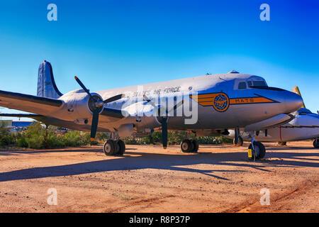 1949 Douglas DC-54 D Transport Planeon Anzeige an das Pima Air & Space Museum in Tucson, AZ Stockbild