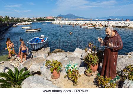Italien, Kampanien, Neapel, Golf von Neapel, Insel Megaride, Castel dell'Ovo, Burg erbaut von den Normannen im zwölften Jahrhundert und umgebaut im fift Stockbild