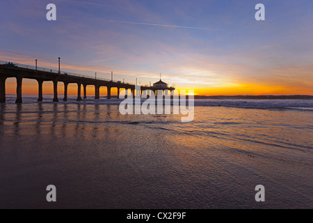 Sonnenuntergang am Manhattan Beach pier Stockbild
