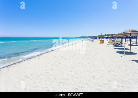 Alimini Grande, Apulien, Italien - Besuch der riesige Strand von Alimini Grande Stockbild
