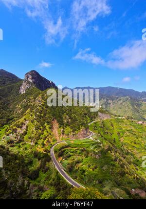 Spanien, Kanarische Inseln, Teneriffa, Afur, kurvige Straße in ländlichen Anaga Park. Stockbild