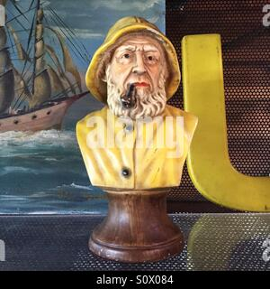 Alte Fischer statue Stockbild