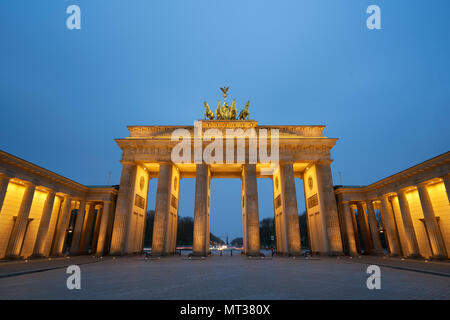 Berlin, Deutschland - 4 April 2017: Brandenburger Tor bei Sonnenaufgang in Berlin Stockbild