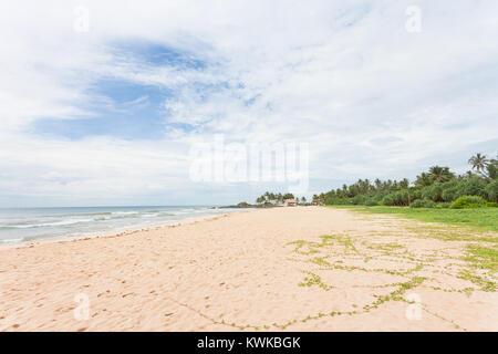 Asien - Sri Lanka - induruwa - Zu einem breiten weißen Lonely Beach Stockbild