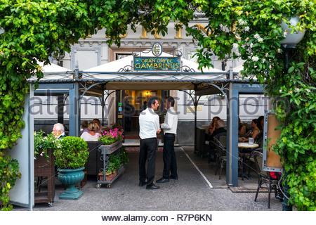 Italien, Kampanien, Neapel, historischen Zentrum als Weltkulturerbe von der UNESCO, Gran Caffè Gambinus Stockbild