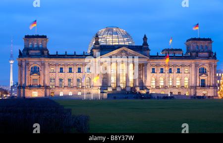 Glaskuppel von Architekt Norman Foster über das Parlament Reichstagsgebäude Berlin Deutschland Stockbild