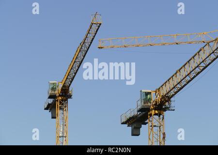 Baukräne in der Bremer Überseestadt, Bremen, Deutschland, Europa Stockbild