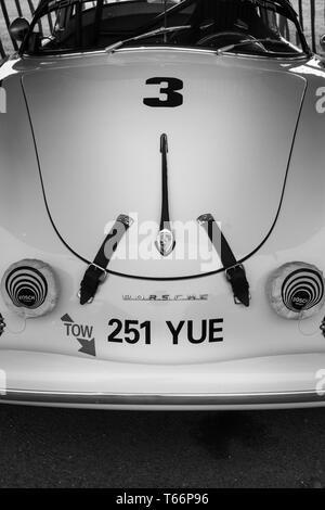 1957 Porsche 356 Speedster von Alexis de Reguero, Tony Gazr Tropy eintretenden, am 77. Goodwood GRRC Mitgliederversammlung, Sussex, UK. Stockbild