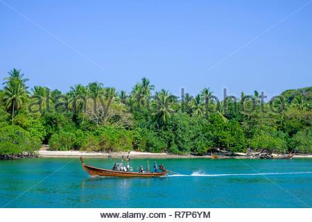 Thailand Songkhla Provinz, Tarutao National Marine Park, Ko Tarutao Insel, Fischer in Ao Pante Malacca Bay Stockbild