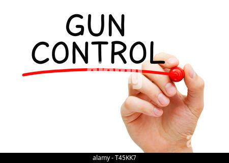 Hand schreiben Gun Control mit schwarzem Marker. Konzept über die Regelung der Verkauf, der Besitz und die Verwendung von Feuerwaffen durch Zivilisten. Stockbild