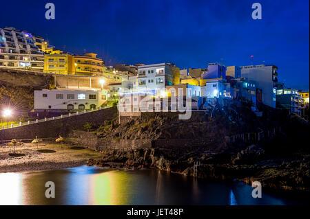 Puerto de Santiago in der Nacht, Kanarische Inseln Stockbild