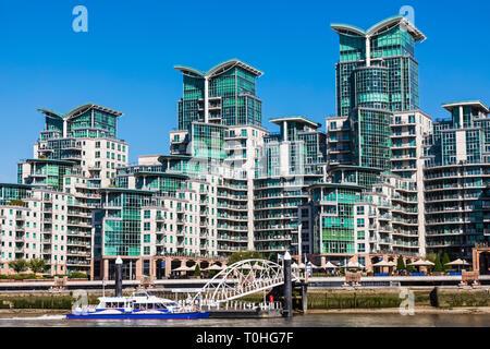 England, London, Vauxhall, St. George Wharf Wohngebiet Riverside Apartment Komplex Stockbild