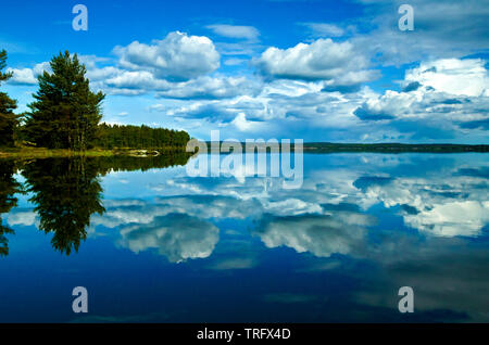 Wunderschöne Landschaft an Minatangen im See Vansjø, Østfold, Norwegen. Vansjø ist der größte See in Østfold. Die im offenen Wasser hier ist Storefjorden genannt. Mai, 2006. Stockbild