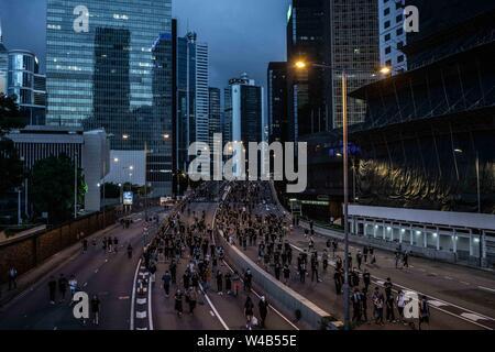 Demonstranten März während der bürgerlichen Menschenrechte März in der Admiralität. Hong Kong Demonstranten für ein weiteres Wochenende der Proteste gegen die umstrittene Auslieferung Rechnung und mit einer wachsenden Liste von Beschwerden gesammelt, der Aufrechterhaltung des Drucks auf Chief Executive Carrie Lam. Stockbild