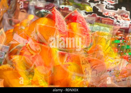Frische Honig- und Wassermelonen auf einem Marktstand, Bremen, Deutschland, Europa ich frische Honig- und Wassermelonen in einem Marktstand, Bremen, Stockbild