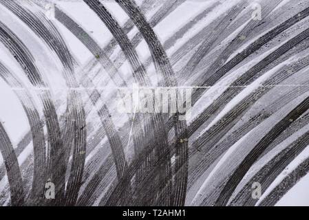Spuren im Schnee, Denver, CO, USA Stockbild