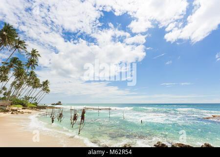 Koggala Beach, Sri Lanka, Asien - Dezember 2015 - Mehrere einheimische Fischer bei Koggala Beach üben ihre Stockbild
