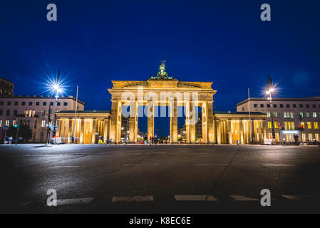 Brandenburger Tor bei Nacht, beleuchtet, Berlin-Mitte, Berlin, Deutschland Stockbild
