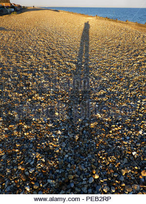 Lange Schatten am Strand Hayling Island Hampshire Stockbild