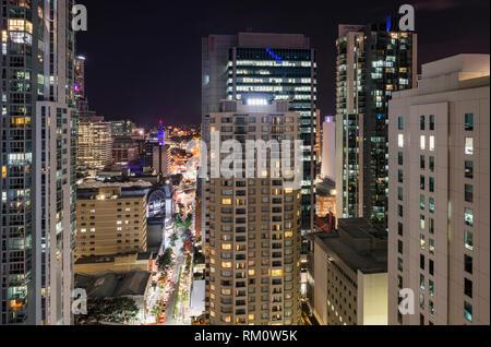 Ein Stadtbild von Brisbane bei Nacht. Stockbild