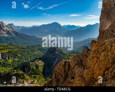 Giau, Cortina d'Ampezzo und Cristallo bei Sonnenaufgang, Dolomiten, Venetien, Italien, Europa Stockbild