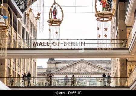 Einkaufszentrum von Berlin zu Weihnachten Bundersat Deutschland Stockbild