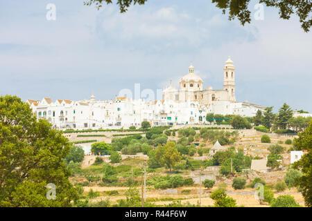 Lecce, Apulien, Italien - Skyline von Locorotondo von der Landseite Stockbild