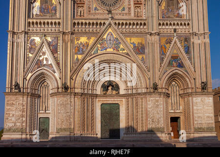 Fassade der Dom von Orvieto, Orvieto, Umbrien, Italien Stockbild