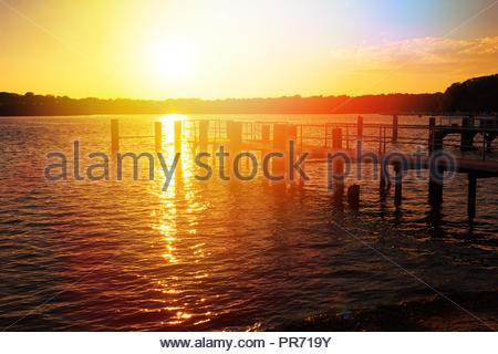 Sonnenuntergang am Flughafen Tegel Berlin Deutschland Stockbild