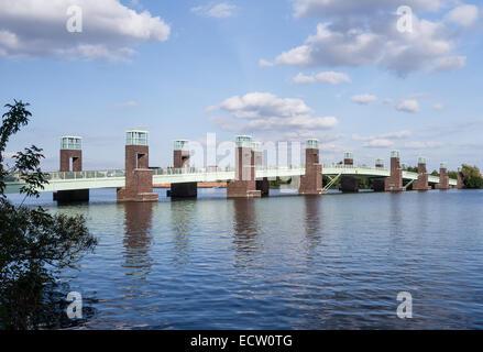 Brücke in Spandau Berlin an einem sonnigen Tag im Sommer Stockbild