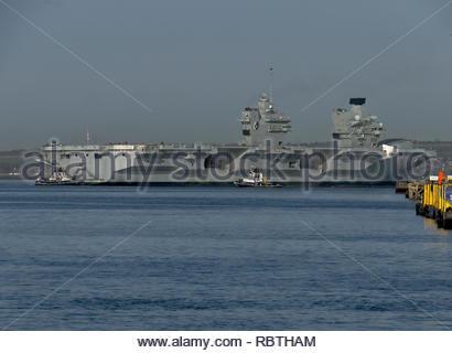 Royal Navy Flugzeugträger Queen Elizabeth Portsmouth Docks Stern Stockbild