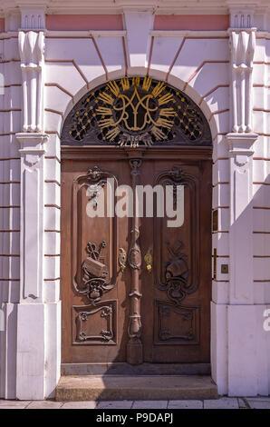Augsburg, Bayern, Deutschland - Tür und Portal der sogenannten Roeck Haus Maximilian Straße 51. Stockbild